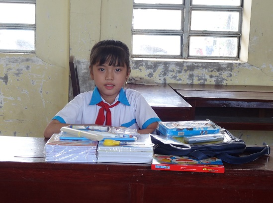 Student is very happy with gift for new school year